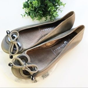 Jeffrey Campbell Flats Hardware Bow Toe Taupe 39 9